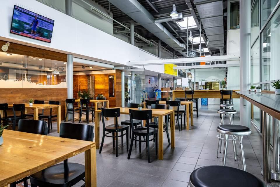 <span></span>Charly Bistro- Salle, restaurant aéroport de berne