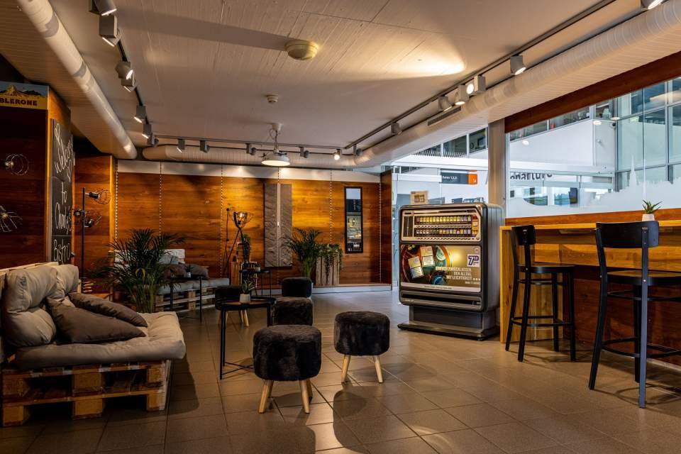 <span></span>Charly Bistro- Salle,Flughafen Bern restaurant