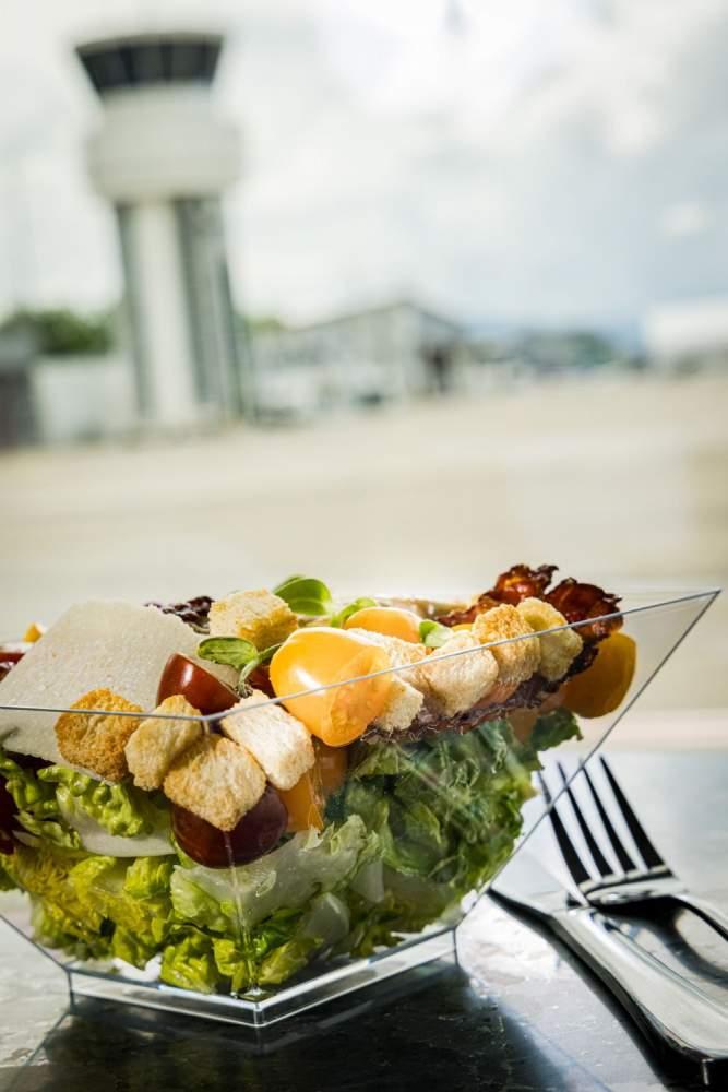 <span></span>Charly Bistro- Salade,Flughafen Bern restaurant