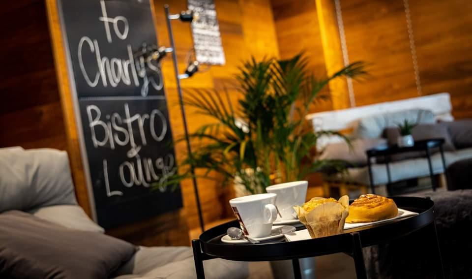 <span></span>Charly Bistro- Table,Flughafen Bern restaurant